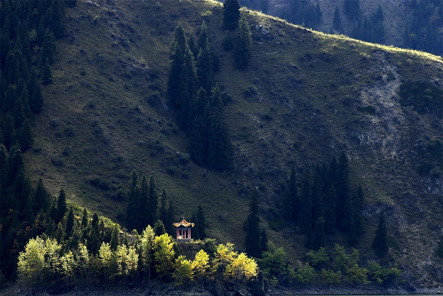 【新疆南北疆长线】喀纳斯湖+禾木+伊宁那拉提+巴音布鲁克深度双飞9日游