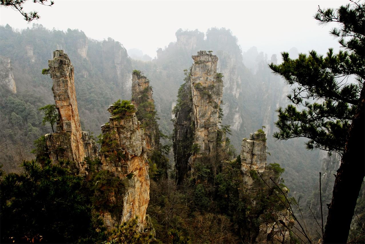 长沙+韶山+张家界森林公园+天门山森林公园+黄龙洞+凤凰古城 6日跟团游