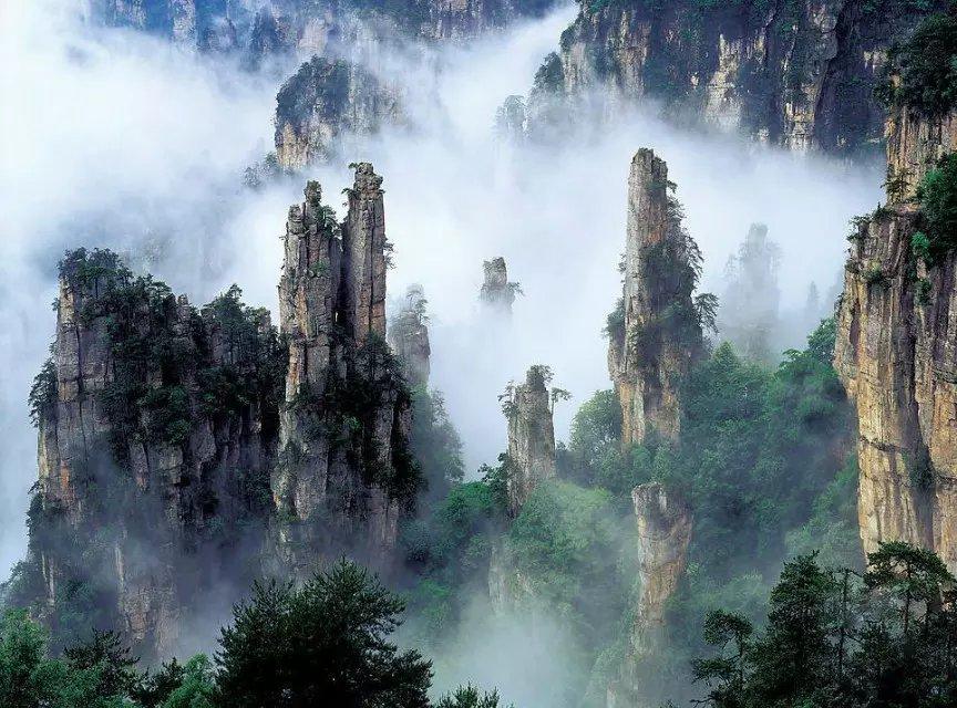 【山水凤凰】张家界、杨家界、天门山、玻璃桥、芙蓉镇、凤凰古城双飞五日跟团游