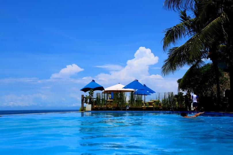 巴厘島4晚6天(JT直飛,2晚獨棟泳池別墅+2晚五星度假村,雙島全日出海+網紅漂浮早餐+阿勇河漂流,無購物)