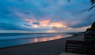 巴厘岛5晚6天游(南京直飞,2晚泳池别墅+3晚海边五星,阿雅娜RIMBA自助晚餐,蓝梦出海,漂浮早餐)