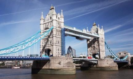 【春节】英国+爱尔兰9晚12日游(HU+海航往返直飞可联运+伦敦一天自由行+巨人堤+大英博物馆+伦敦2晚国际四星酒店+奥特莱斯)