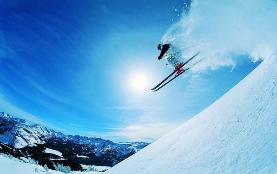 【春节】【无购物、无自费、赠4080元礼包】冰雪荣耀、哈尔滨、亚布力5S滑雪、雪乡、雪地真温泉5晚6日(双飞、30人小包团,2+1陆地头等舱,赠送航拍)