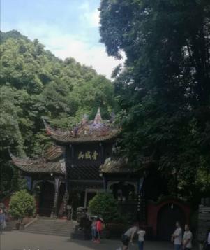 大连-峨眉山乐山青城山都江堰双飞六日游